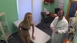 Skinny doctor hidden camera pussy eating
