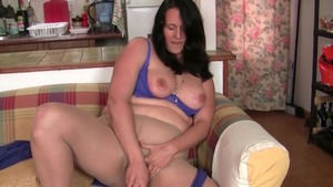 English MILF goes for real sex nylon
