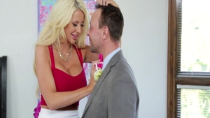 Threesome starring big boobs blonde Courtney Taylor