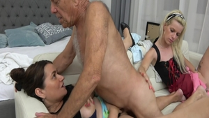 Kinky MILF does what shes told