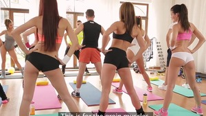 Teen chick Barbara Bieber blowjobs in the gym