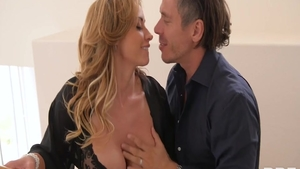 Real sex escorted by big tits blonde Eva Notty