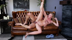 Rough pussy sex escorted by blonde