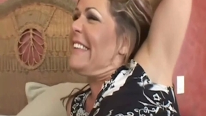 Chubby Kelly Leigh cheating in the bed