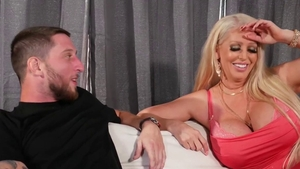 Very hawt cougar throat fuck on the couch in HD
