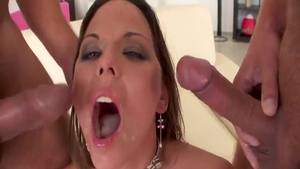 Simony Diamond goes in for rough nailing in HD