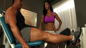 Busty and muscle Jewels Jade blowjobs at the gym