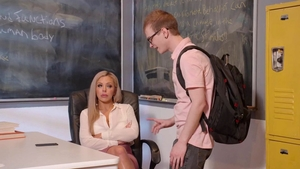 Petite cougar Nina Elle gets a buzz out of rough nailing