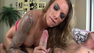 Young MILF Juelz Ventura has a taste for sucking dick