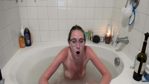 Young girl pussy fuck in bath