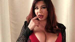 Saggy tits girl Scarlet Red in sexy lingerie teasing