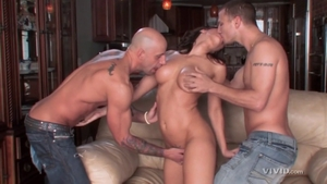 Perfect body dirty brunette Rachel Starr blowjobs in HD