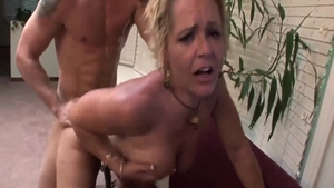 Mature Kelly Leigh doggy fuck