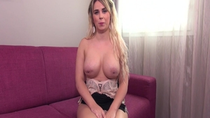 Glamour amateur romantic pussy eating on the couch