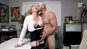European Cory Chase seduce in office