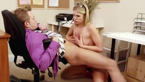 Scarlet Red dick sucking in office